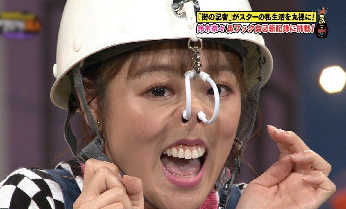 鈴木奈々の鼻フック舌見せ (3)