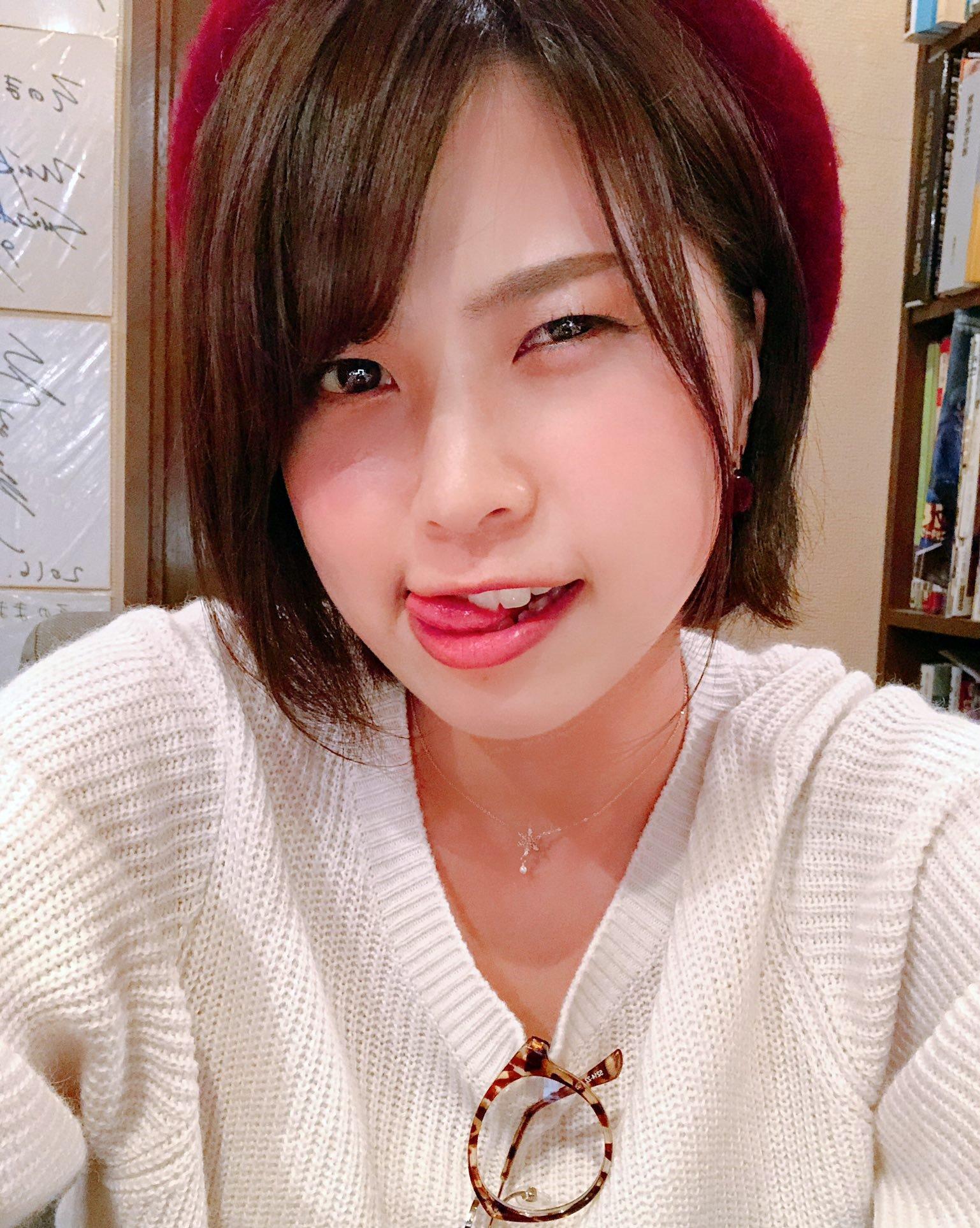 伏美亜里紗の舌出し (2)