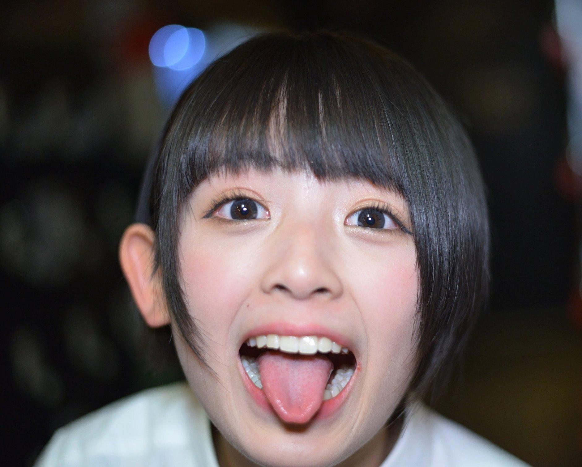 野尻円夏の高画質舌出し (2)