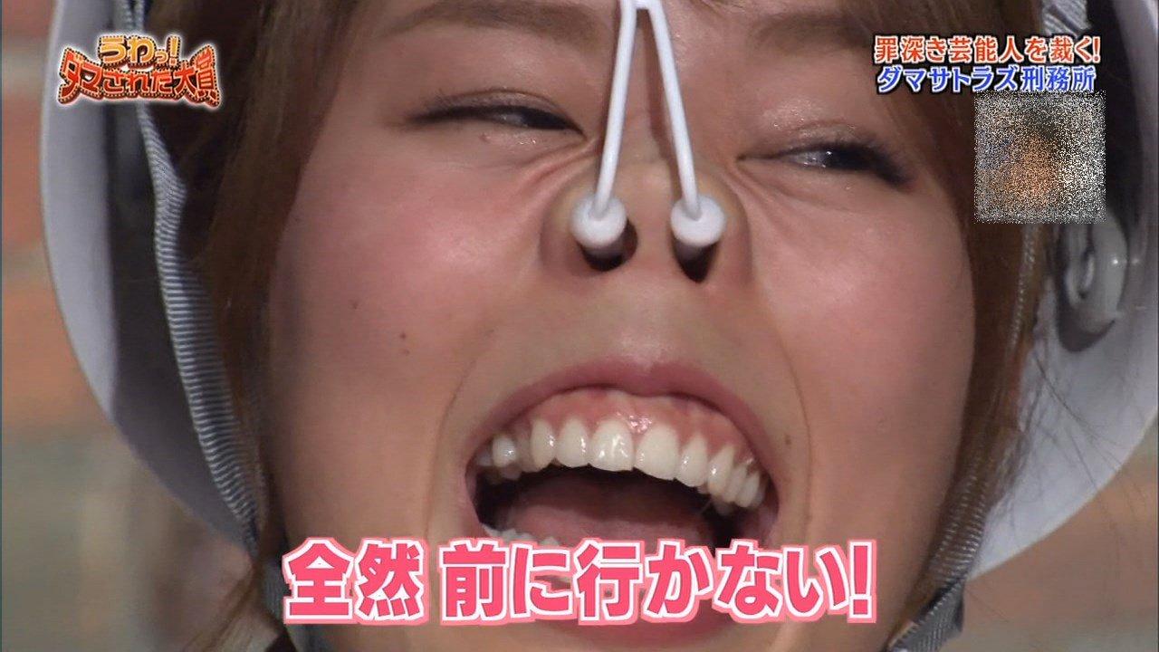 稲村亜美の鼻フック舌見せ (5)