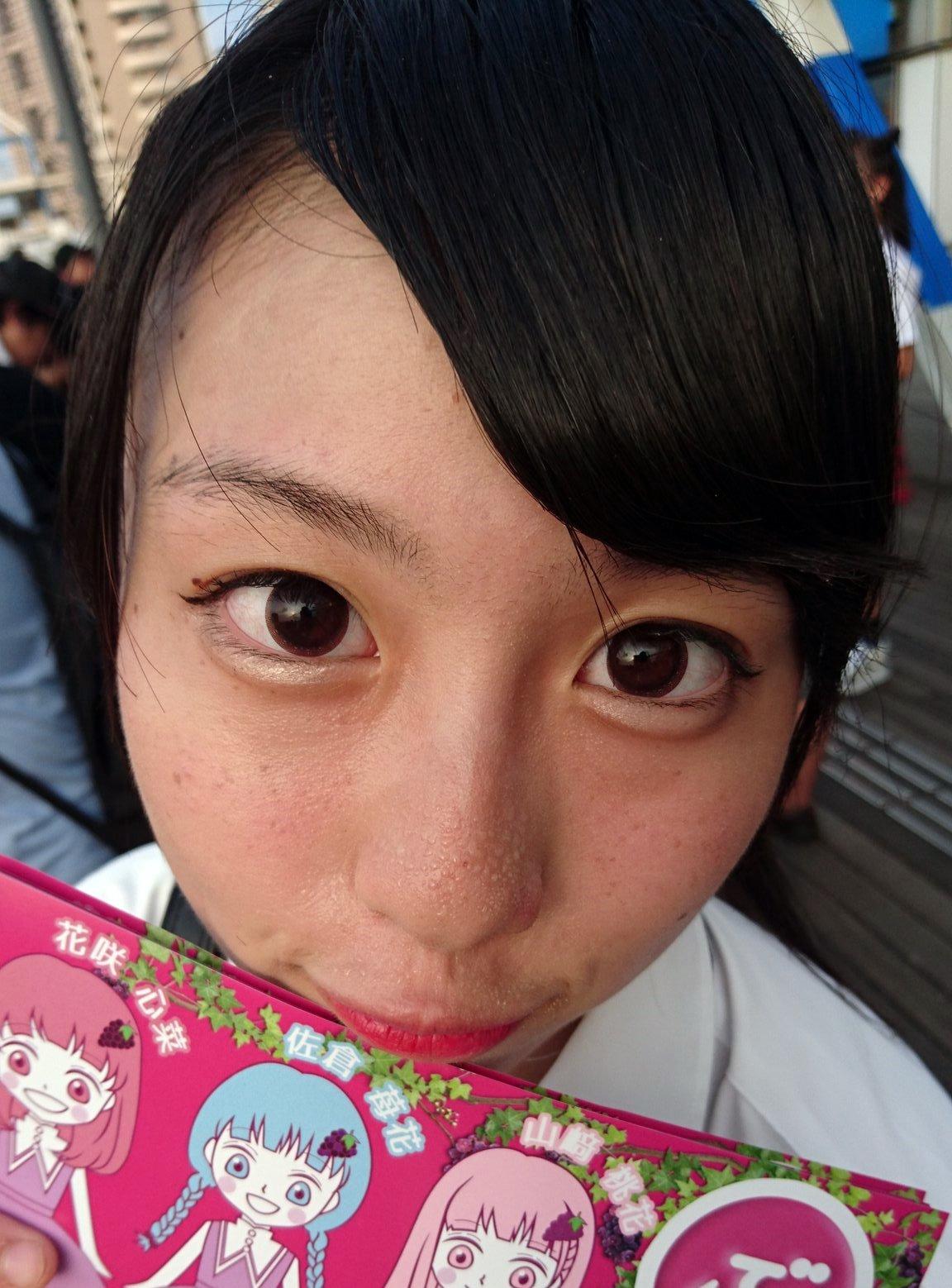 山﨑桃花の顔面どアップ (2)