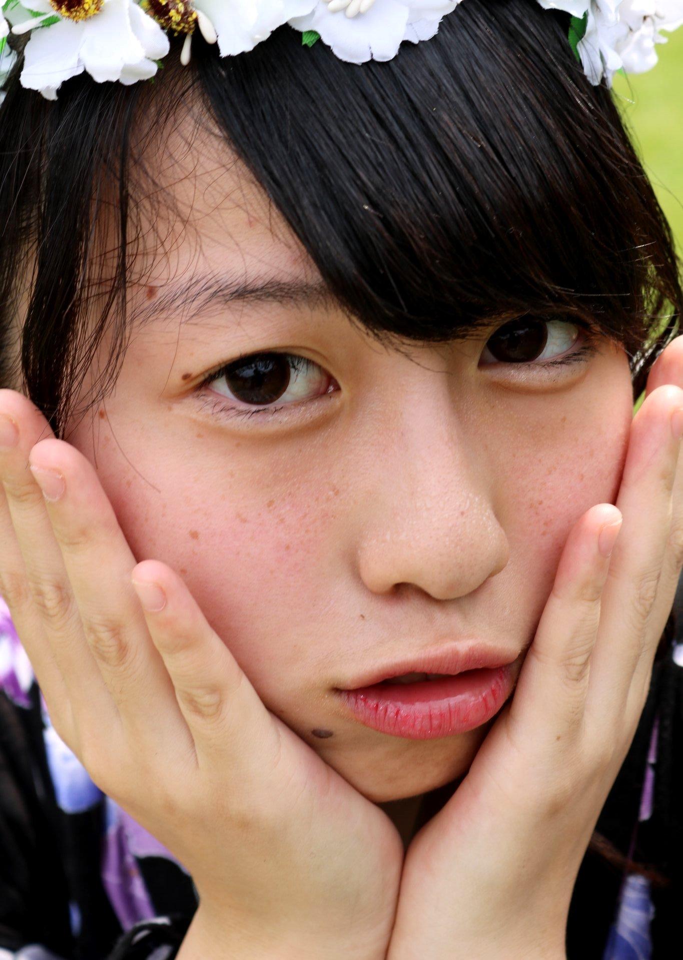山﨑桃花の顔面どアップ (1)