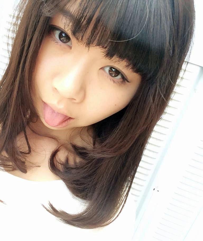 白波瀬ミキの舌出し (7)