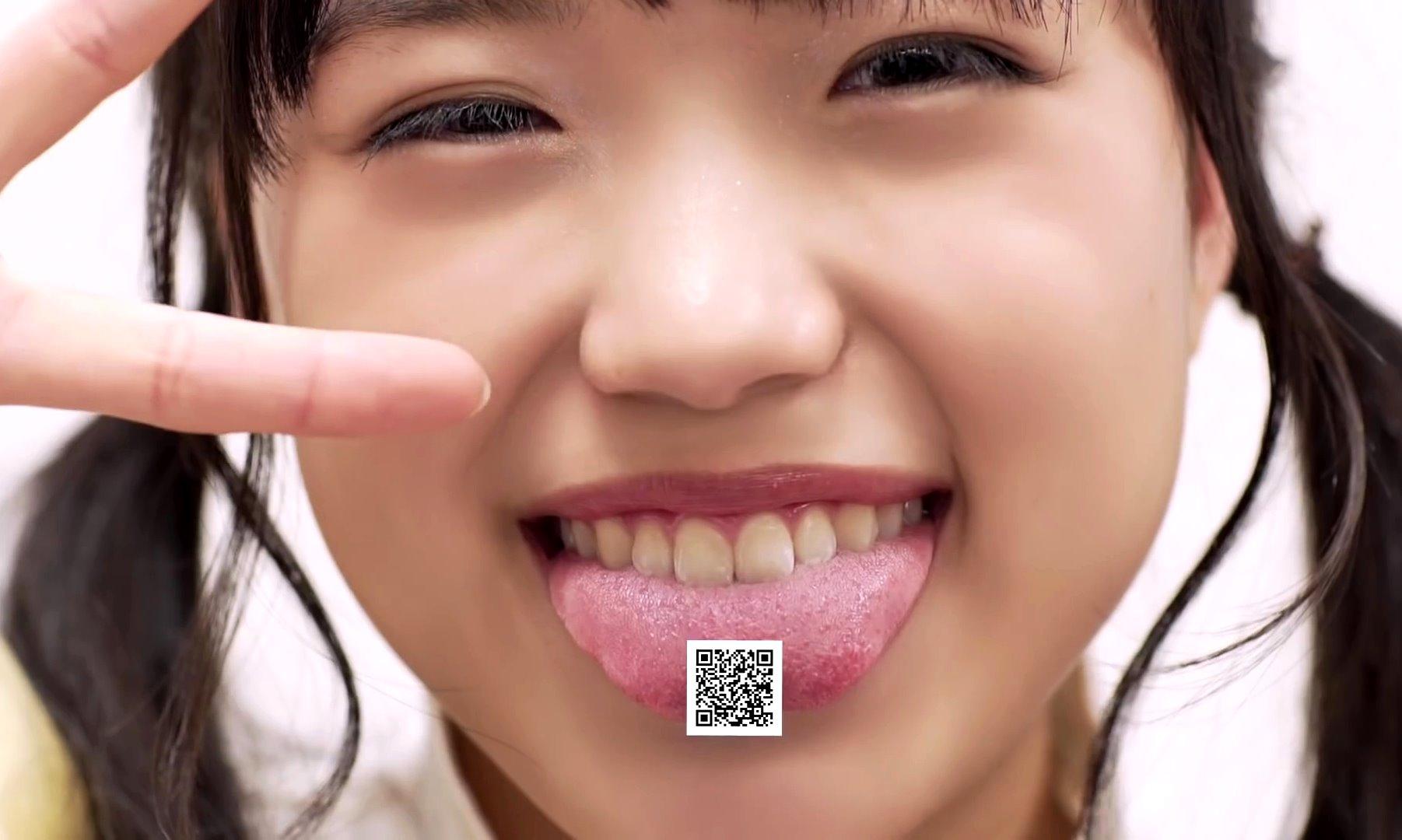 伊藤千由李の舌出し (4)