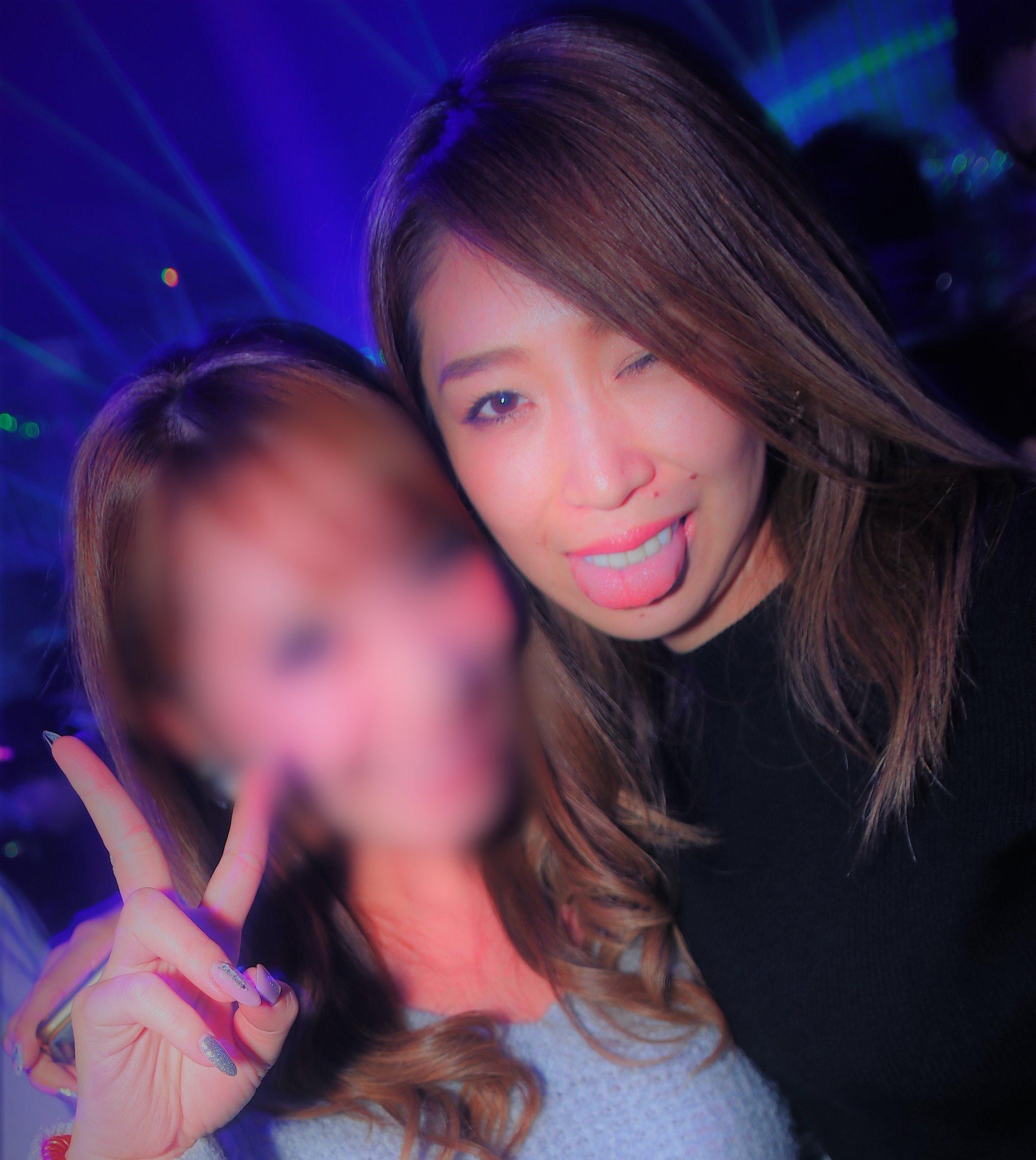 クラブギャルの舌出し (5)