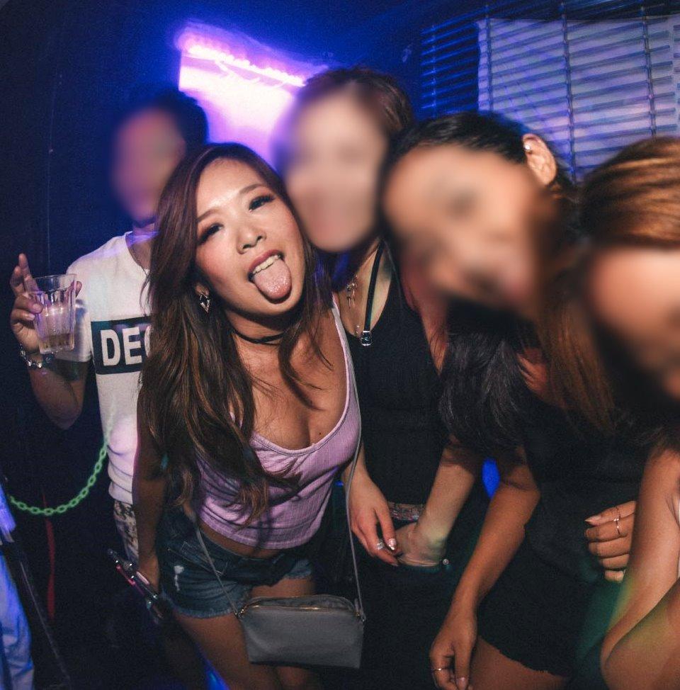 クラブギャルの舌出し (6)