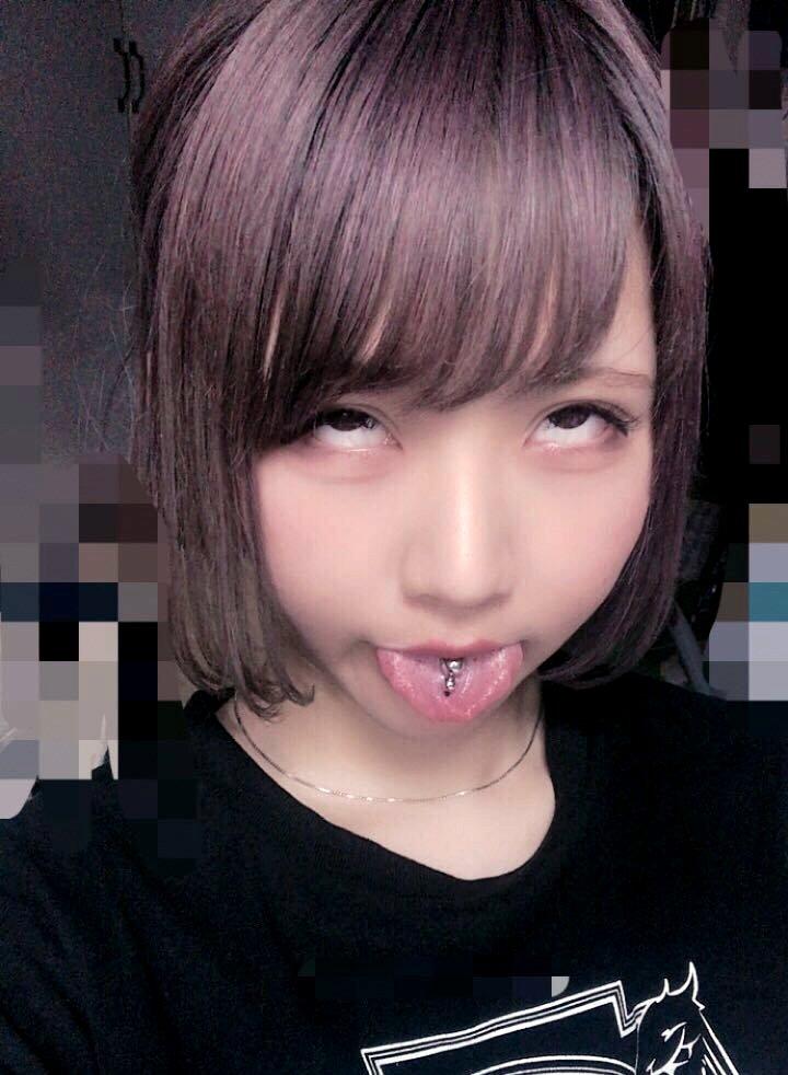 姫唯梨なのの肉厚ピアス舌 (12)