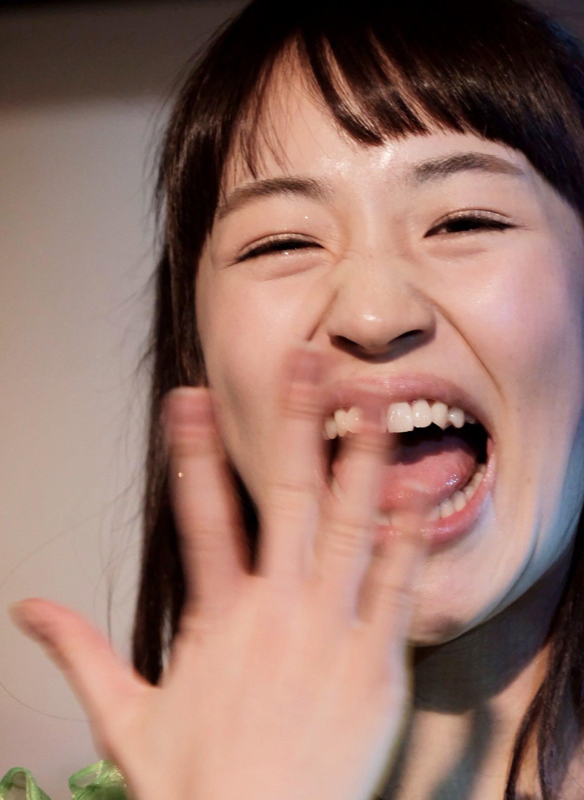 田崎礼奈の開口舌見せ (18)