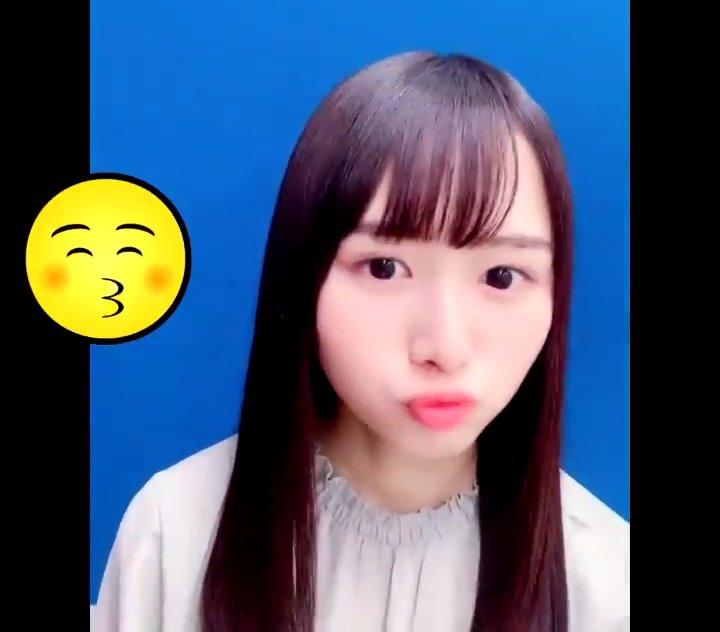 上村ひなののキス顔