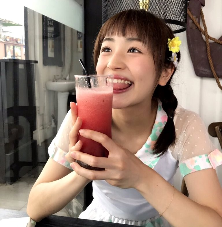 田崎礼奈の舌出し (19)