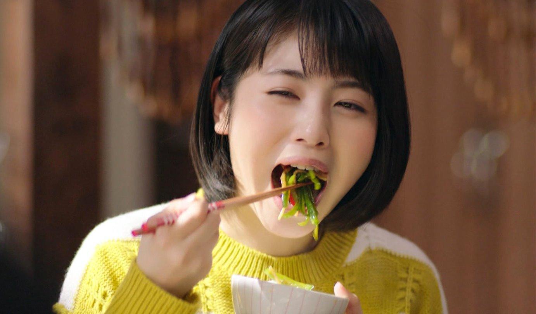 浜辺美波の食事舌 (6)