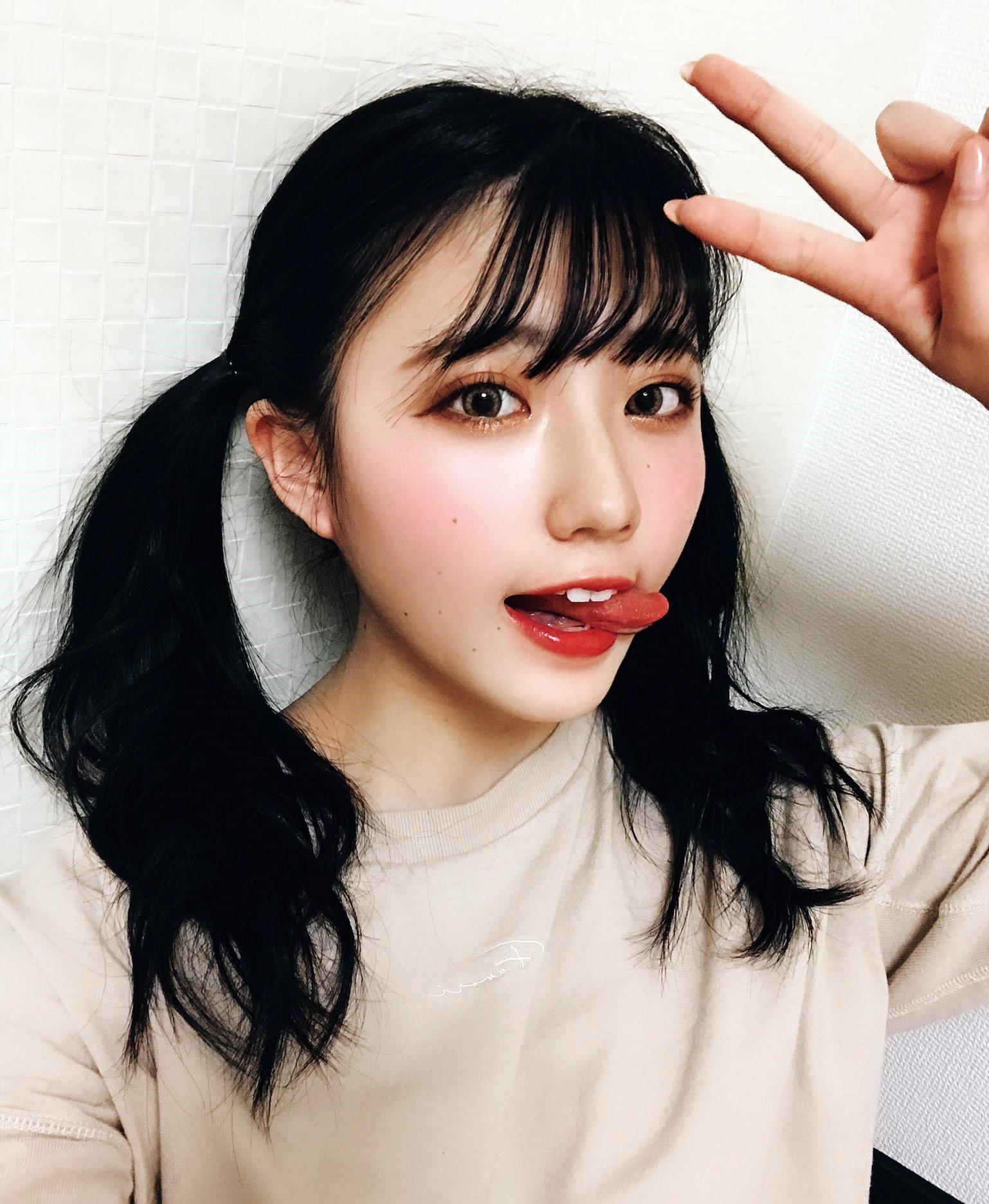 仲本愛美の舌出し (13)