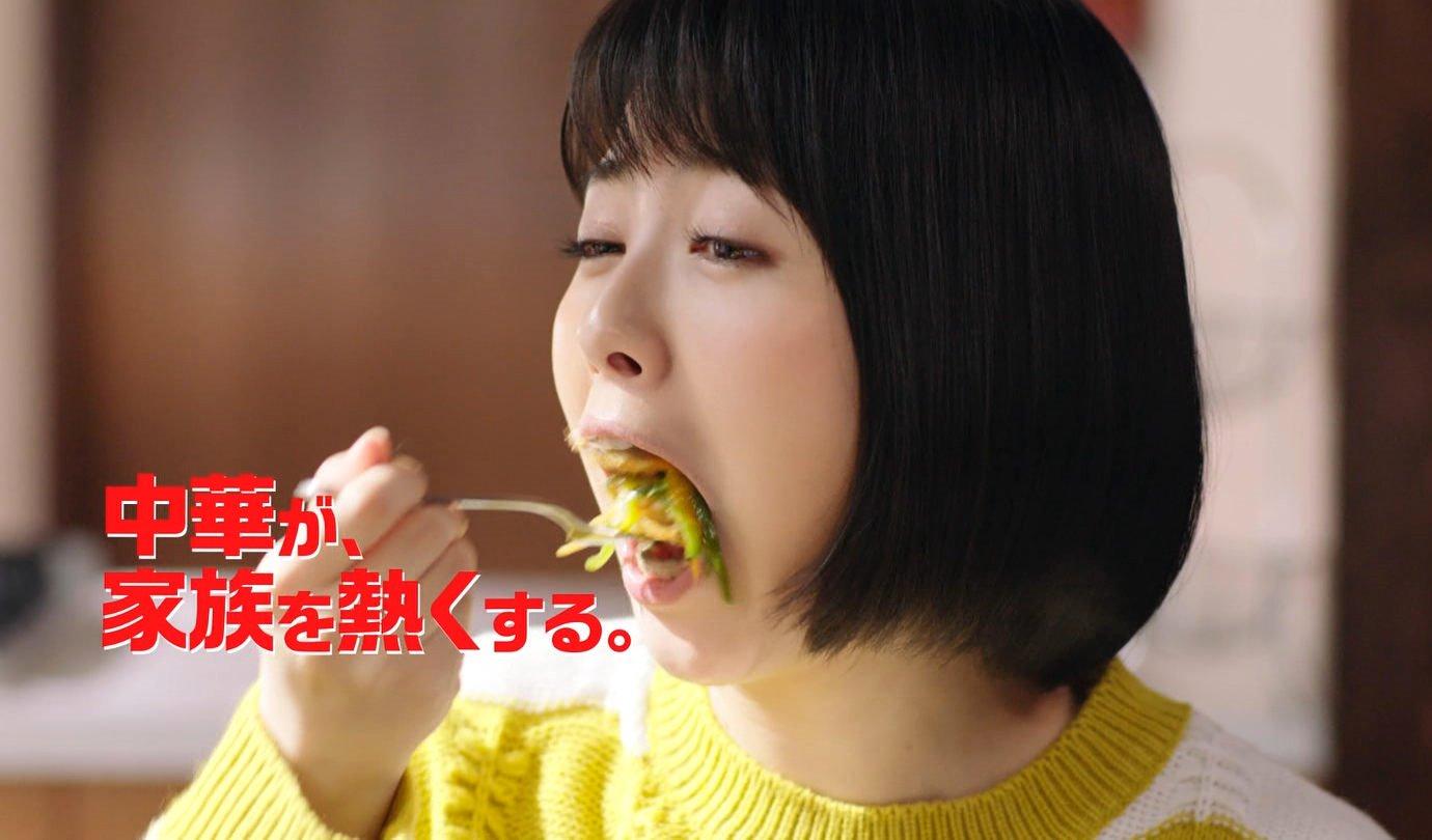浜辺美波の食事舌 (9)