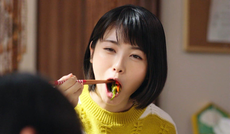 浜辺美波の食事舌 (4)
