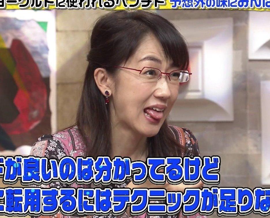 唐橋ユミの舌出し (2)