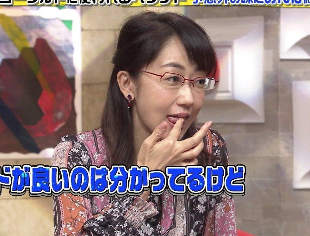唐橋ユミの舌出し (1)