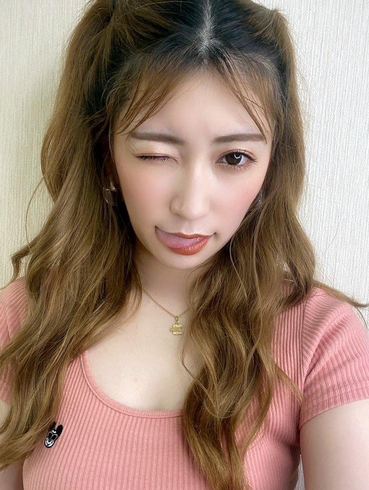 吉田朱里の舌出し (12)