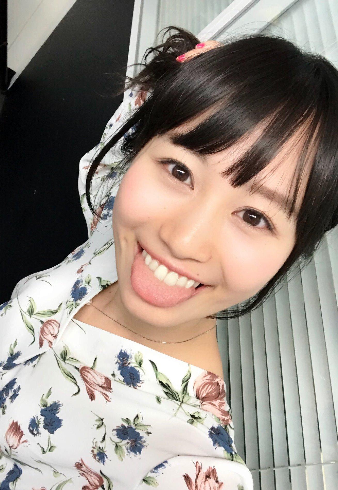 佐藤遥の舌出し (17)