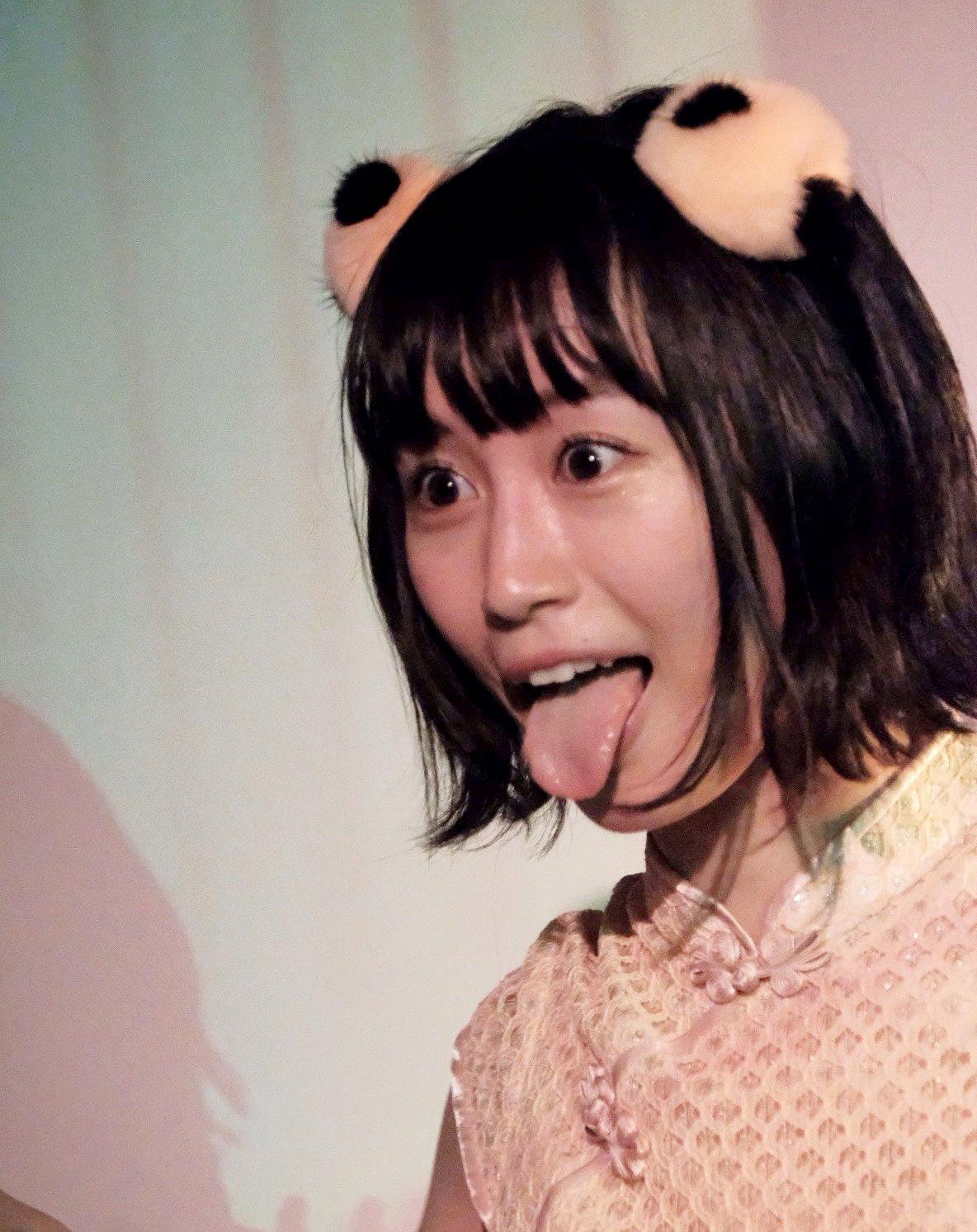 佐藤遥の舌出し (21)