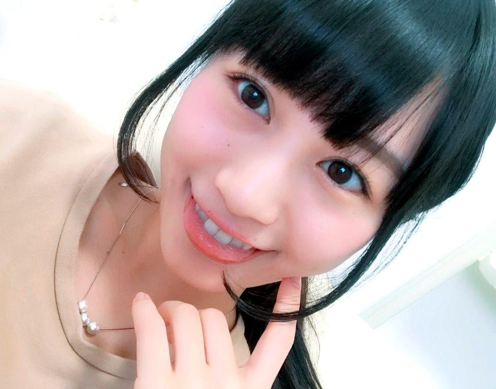 佐藤遥の舌出し (18)