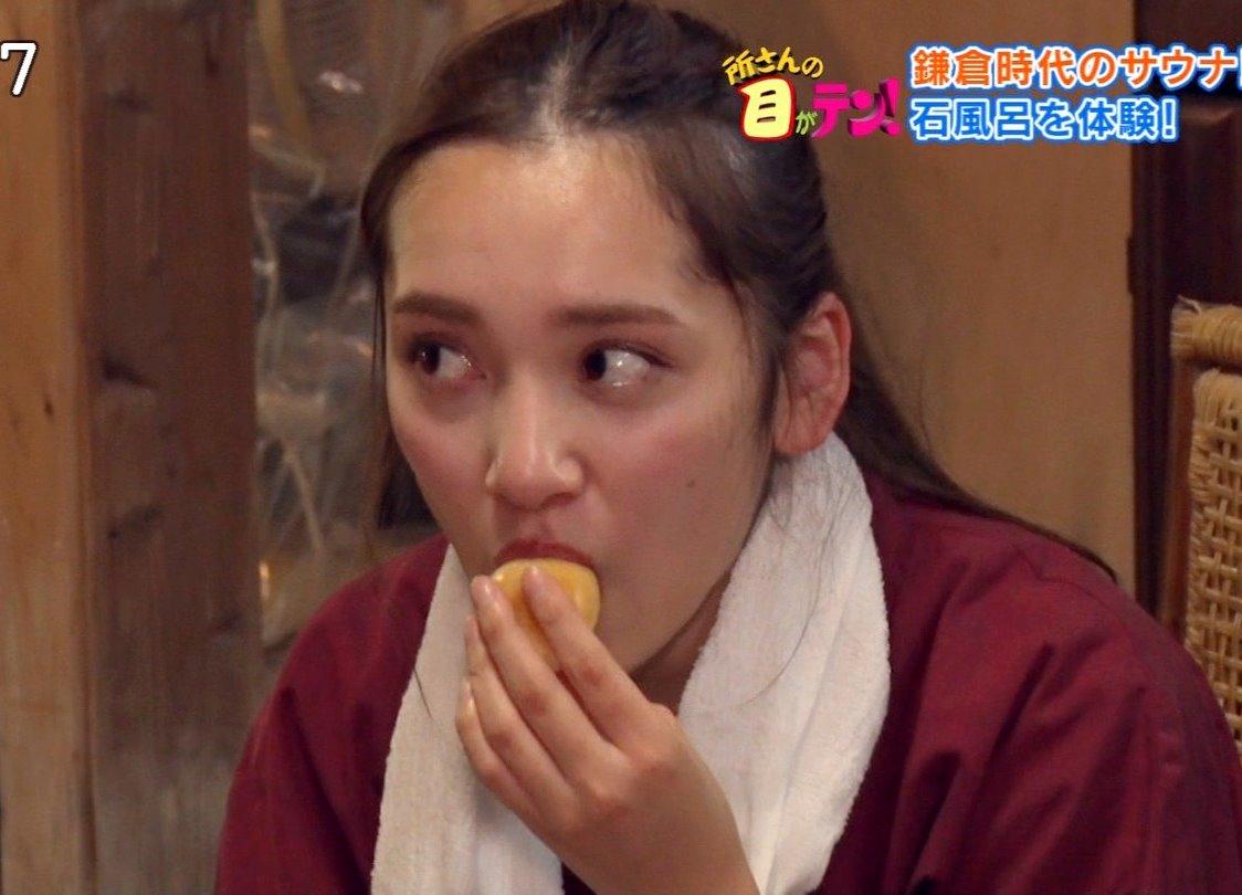 都丸紗也華の食事舌 (2)
