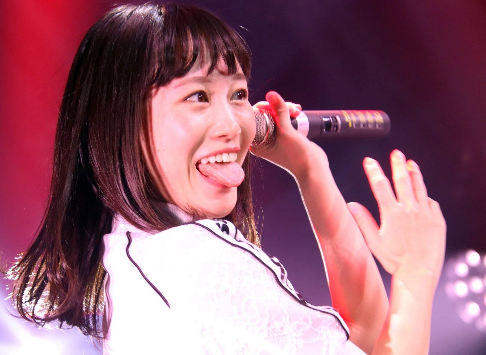 佐藤遥の舌出し (30)