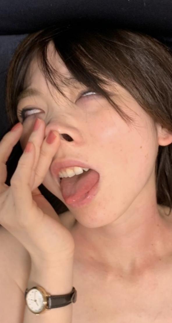 変態雌豚のセルフ豚鼻舌出し (4)