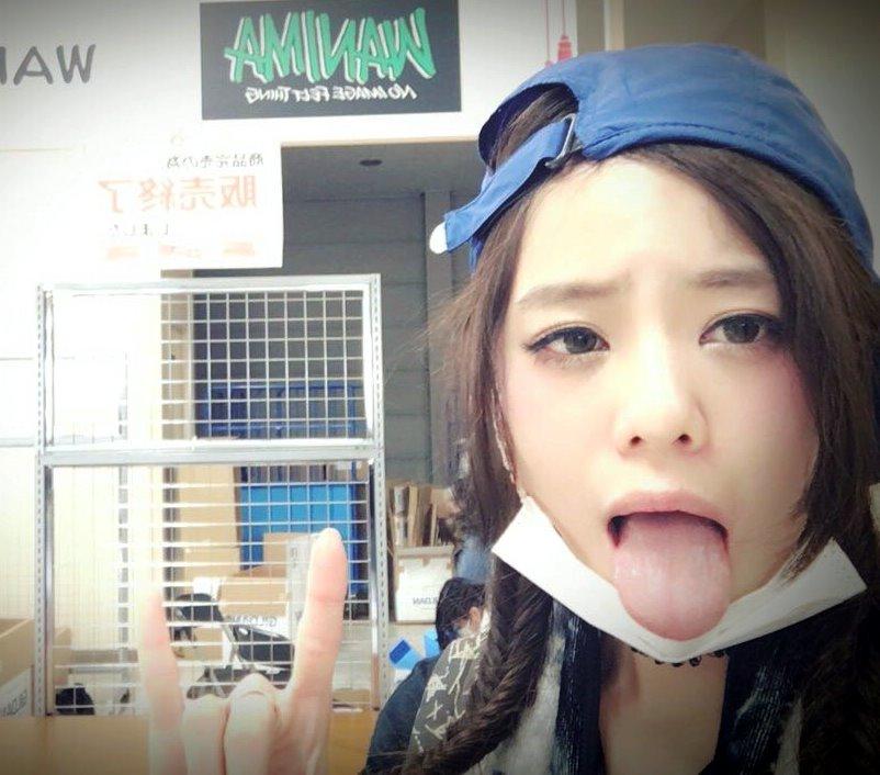 田中紗貴の幅広デカ舌 (6)