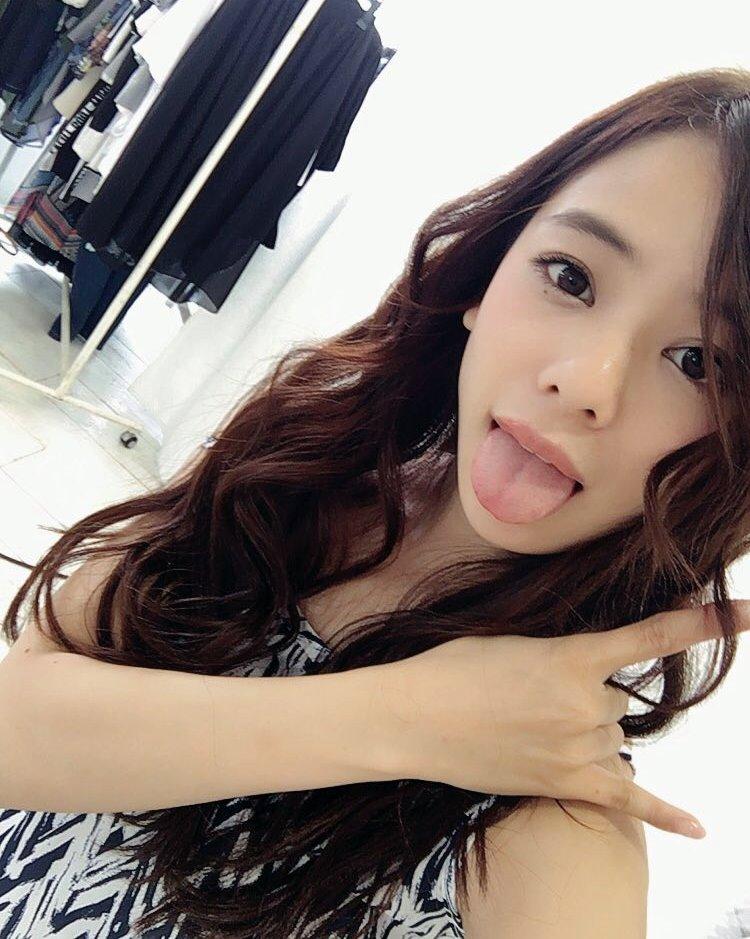 田中紗貴の幅広デカ舌 (22)