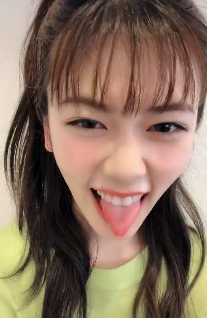 小芝風花のTikTok舌出し (2)