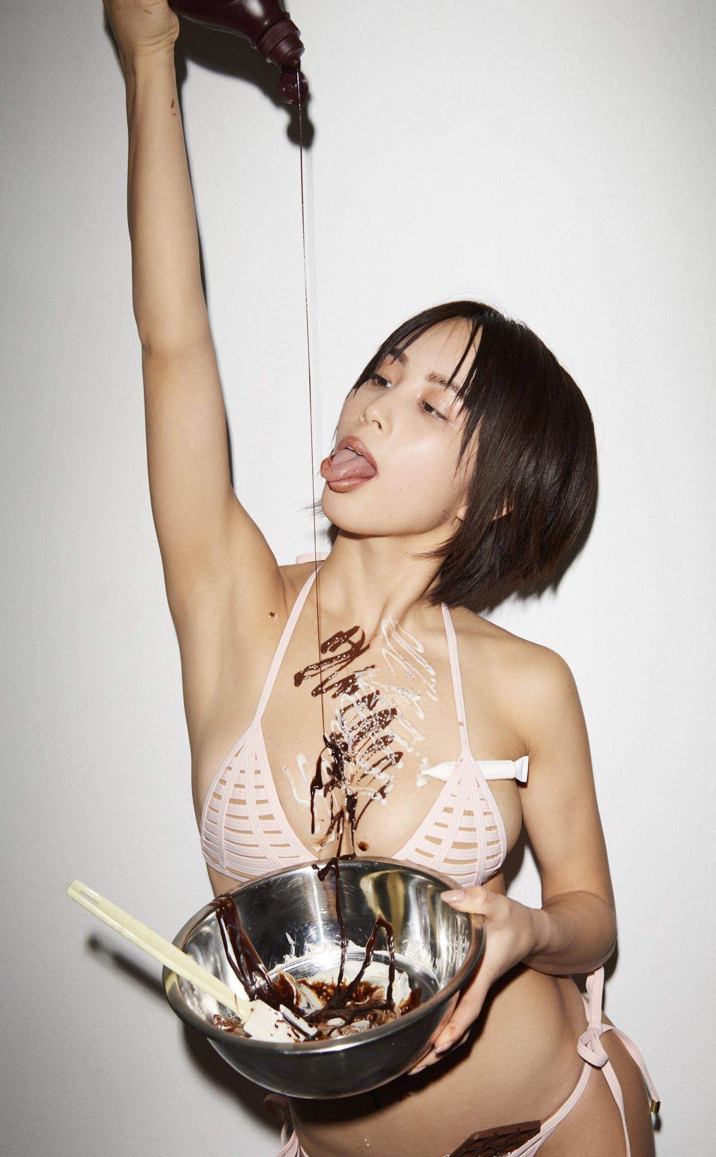 犬童美乃梨のチョコ垂らし舌出し (3)