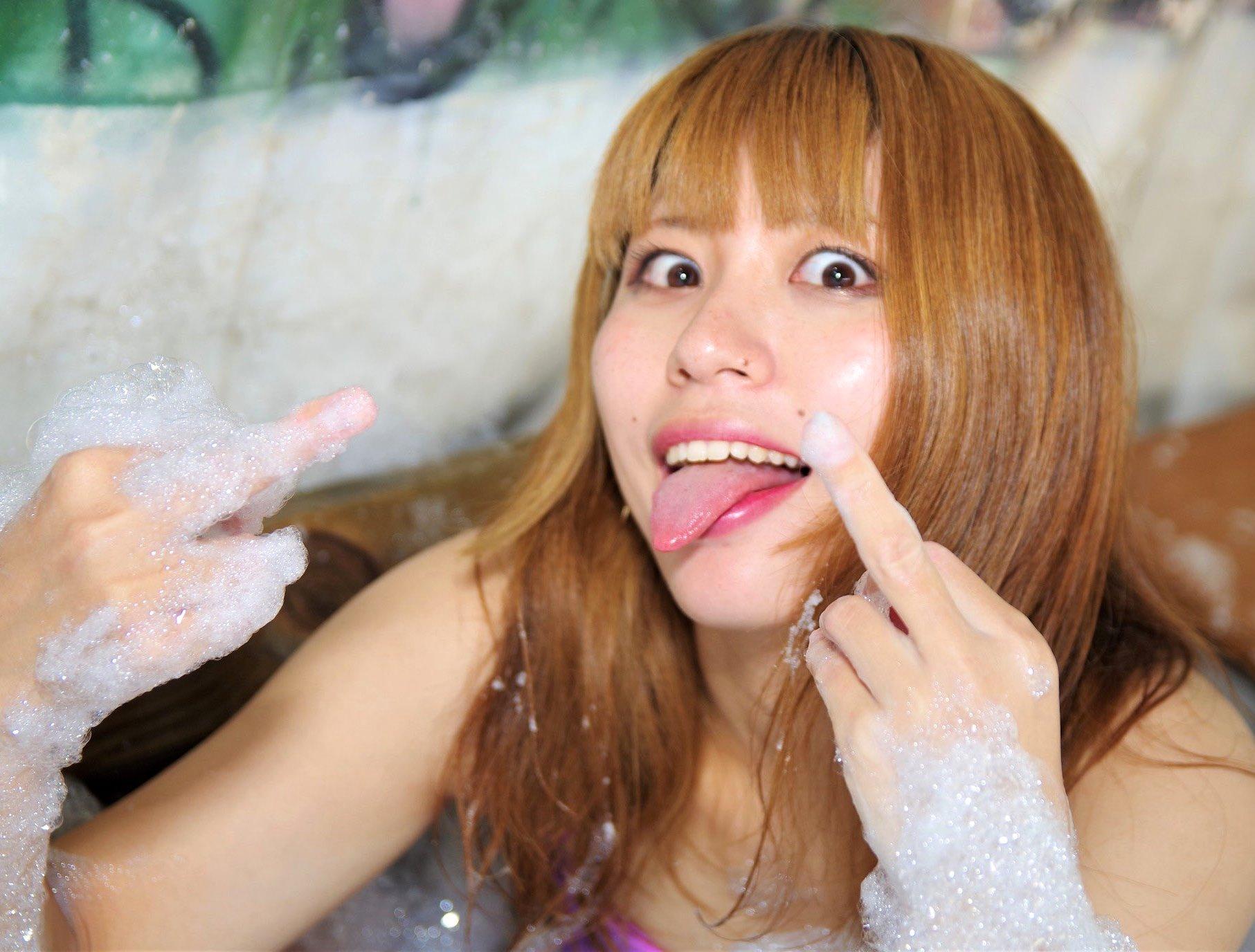 るる姉の舌出し (12)