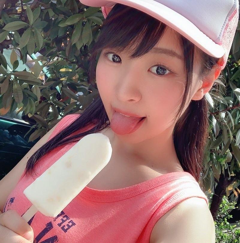 有村瞳のぽってり舌 (7)