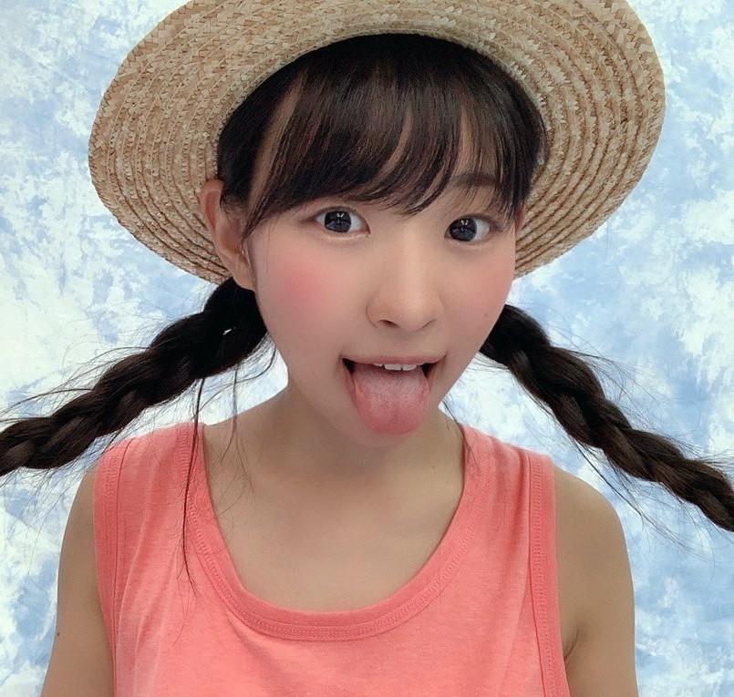 有村瞳のぽってり舌 (6)