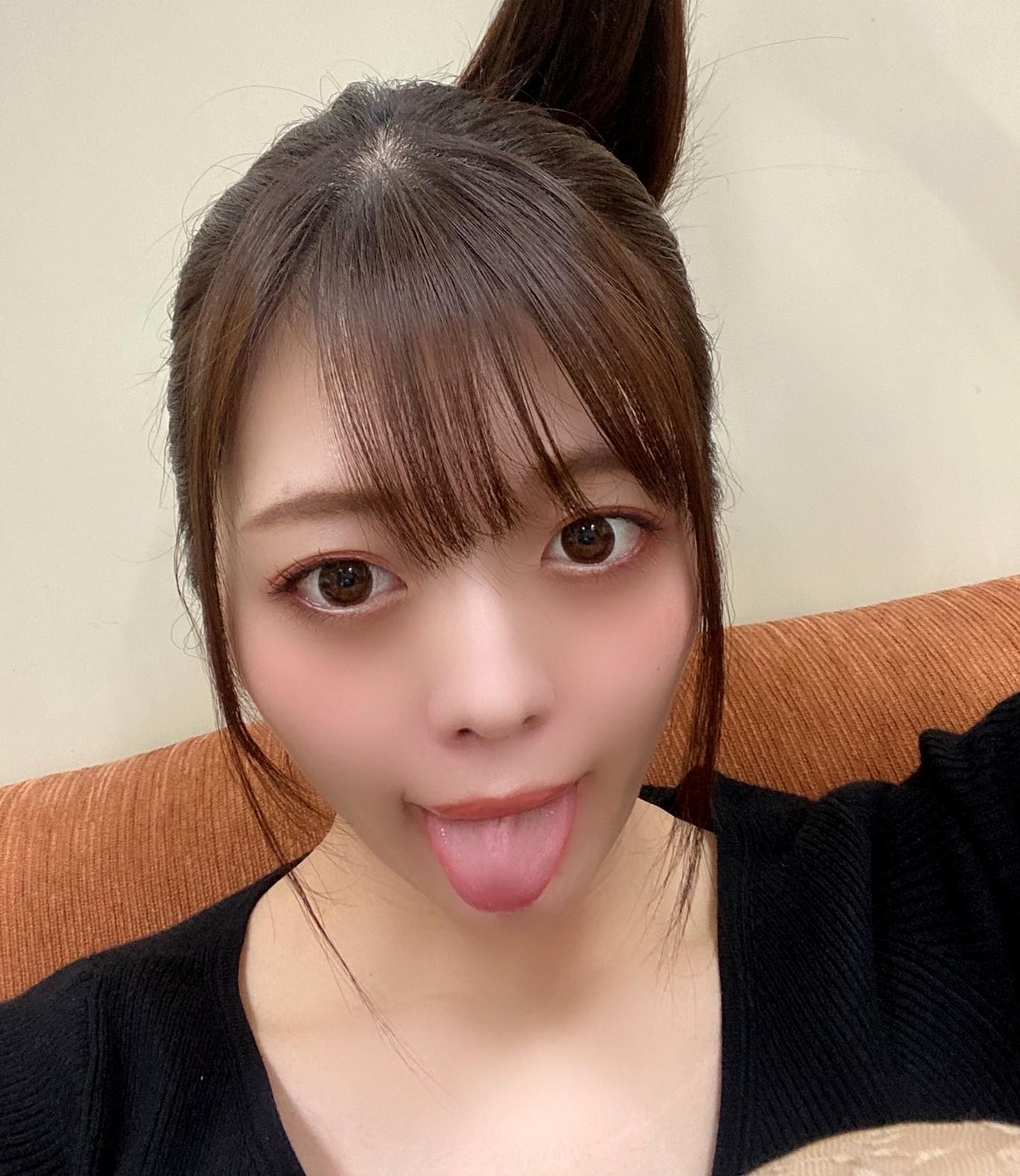 七瀬いおりのぽってり舌 (14)