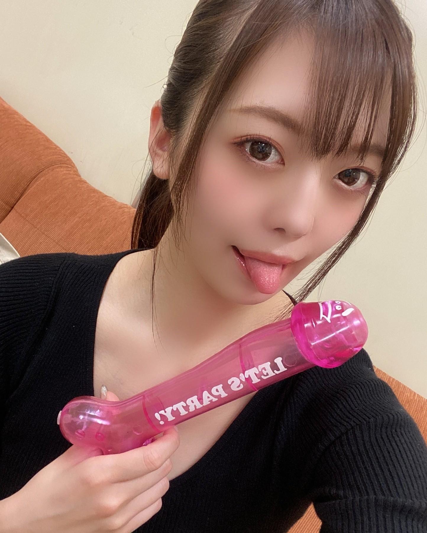 七瀬いおりのぽってり舌 (15)