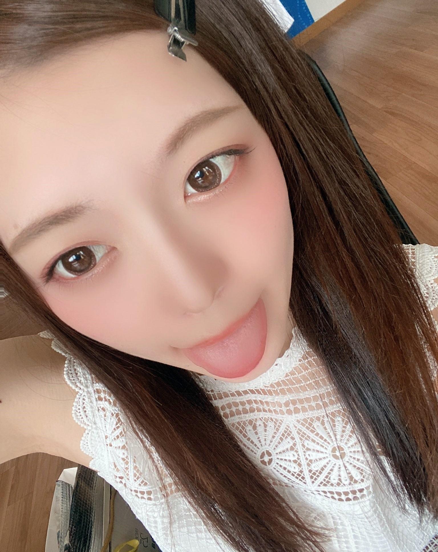 七瀬いおりのぽってり舌 (17)