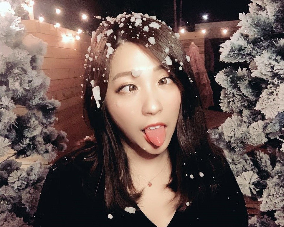 中国美女の長トロ舌 (6)