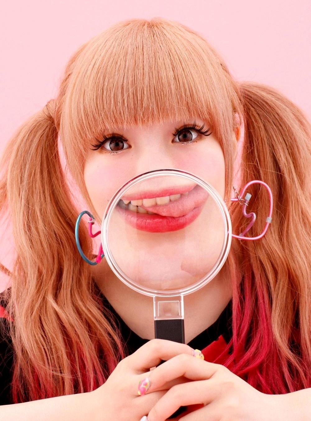 きゃりーぱみゅぱみゅの変顔舌出し (4)