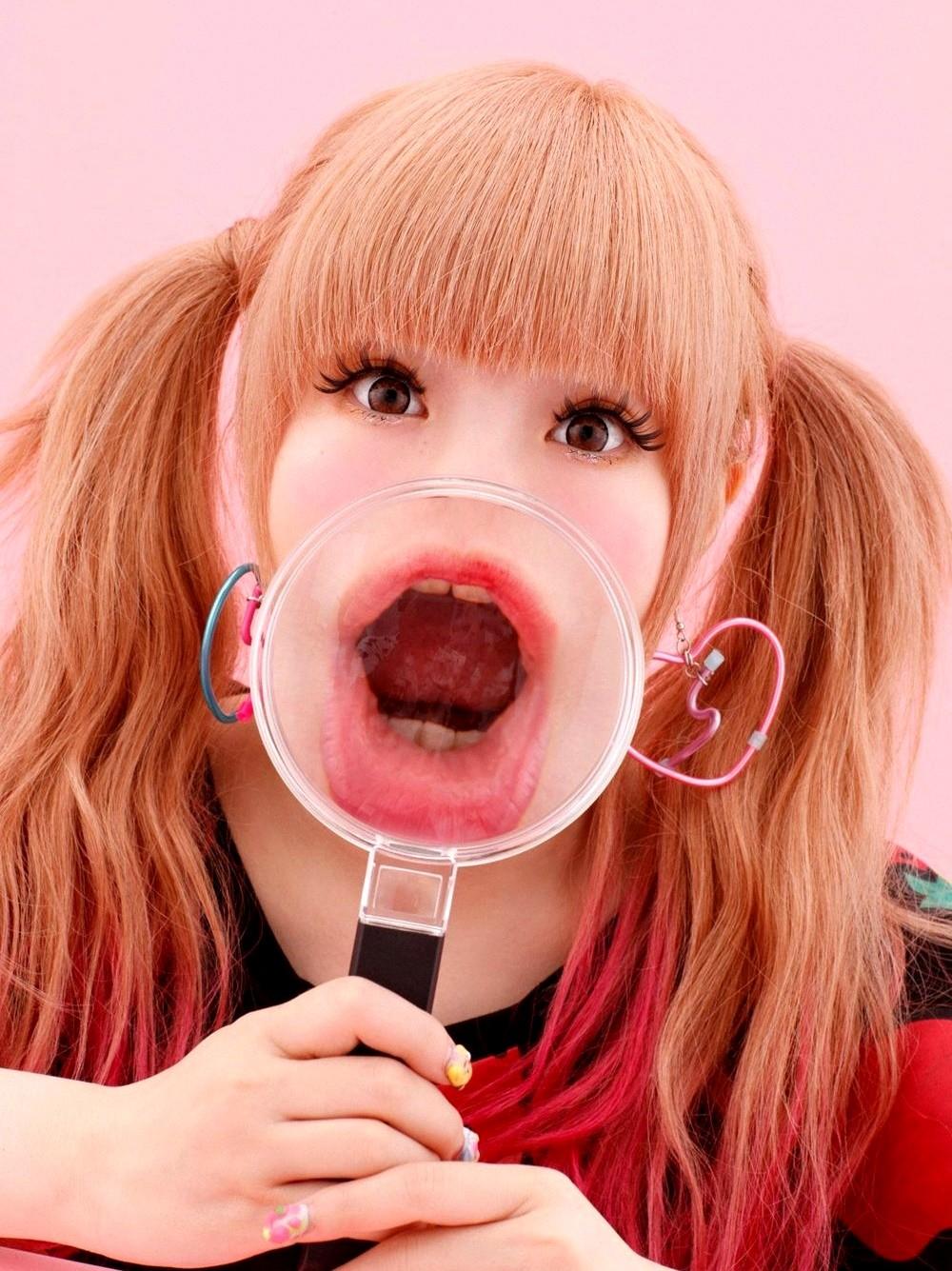 きゃりーぱみゅぱみゅの変顔舌出し (3)