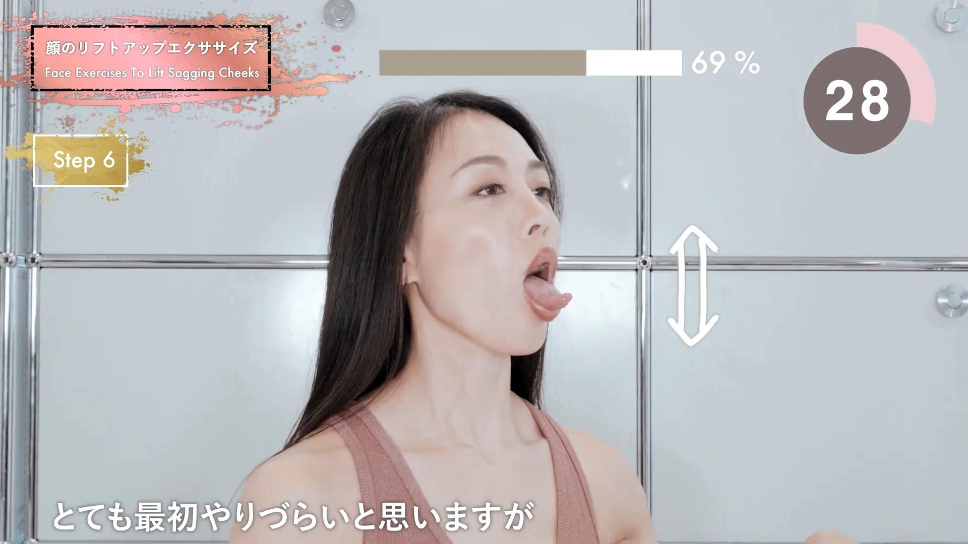 四十路美魔女の腋見せ舌トレ (3)