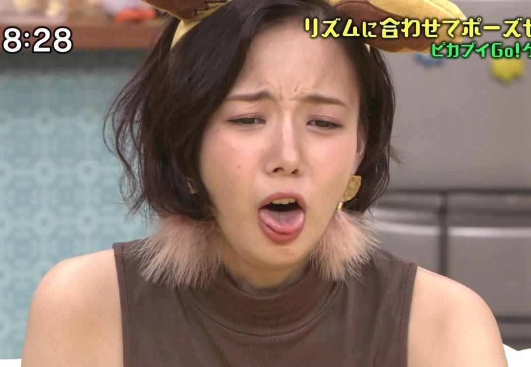 岡田紗佳の舌出し (5)