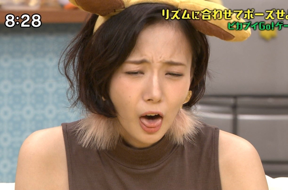岡田紗佳の舌出し (4)