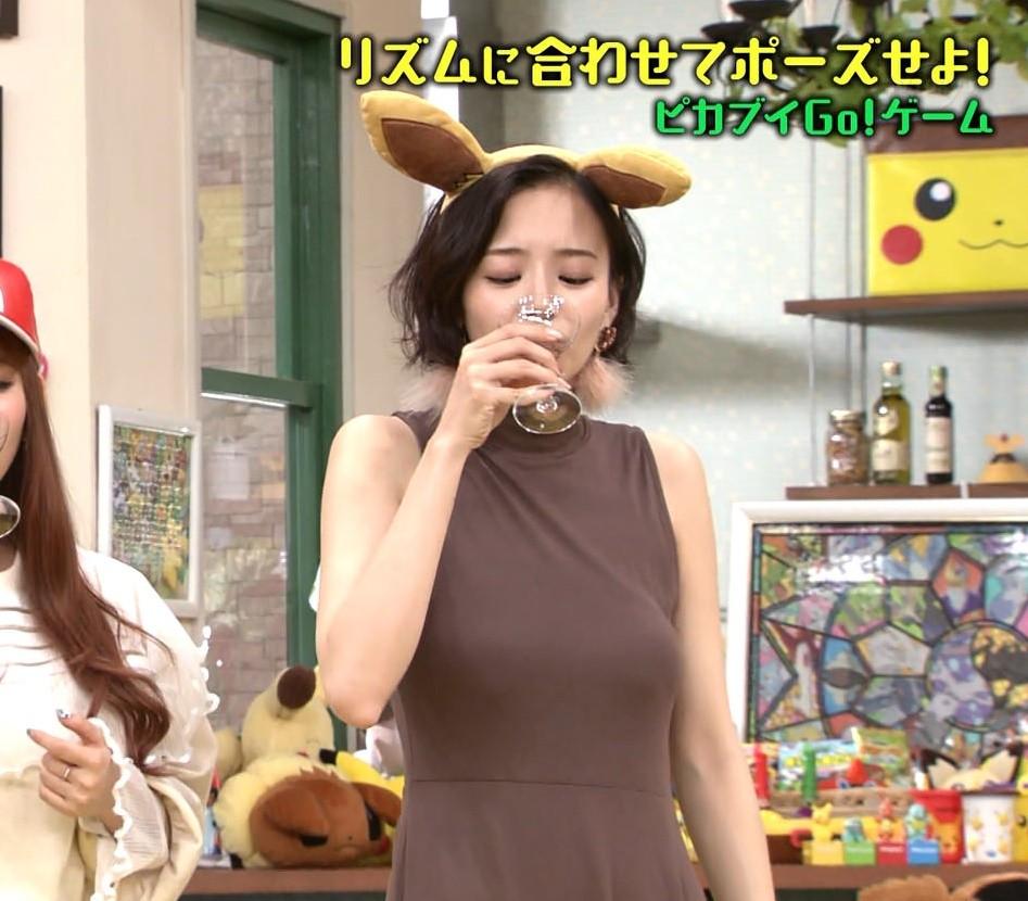 岡田紗佳の舌出し (2)