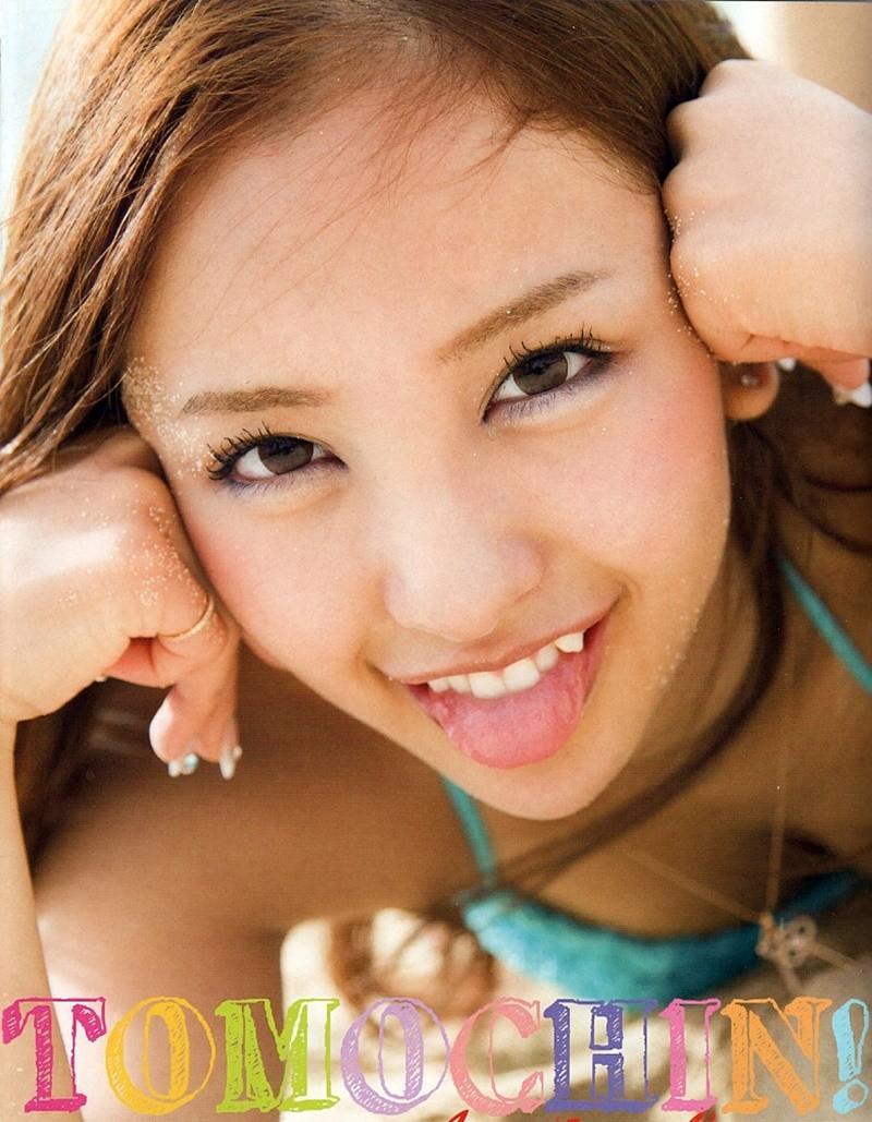 板野友美の舌出し (3)