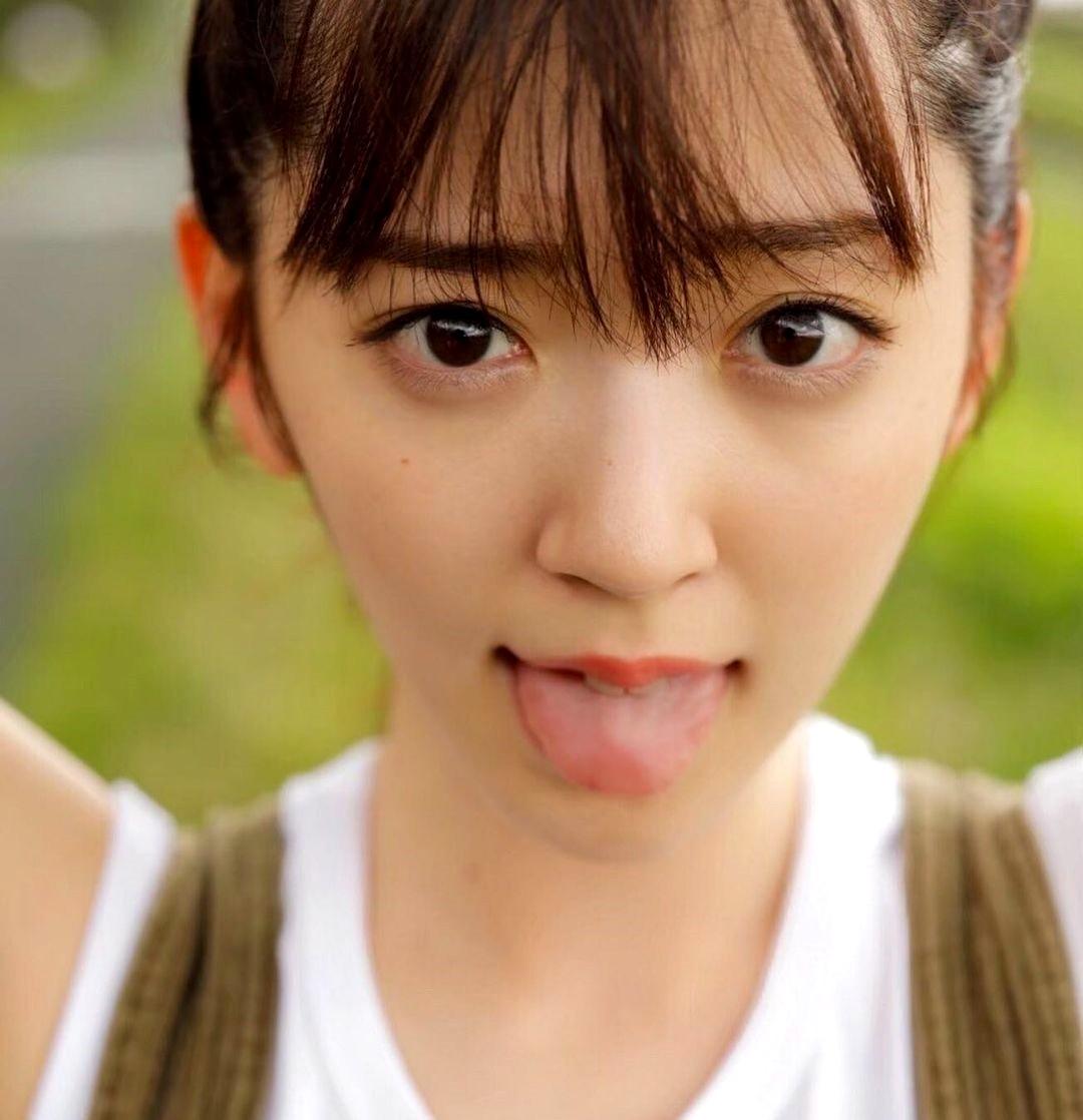 鈴木愛理の舌出し (3)