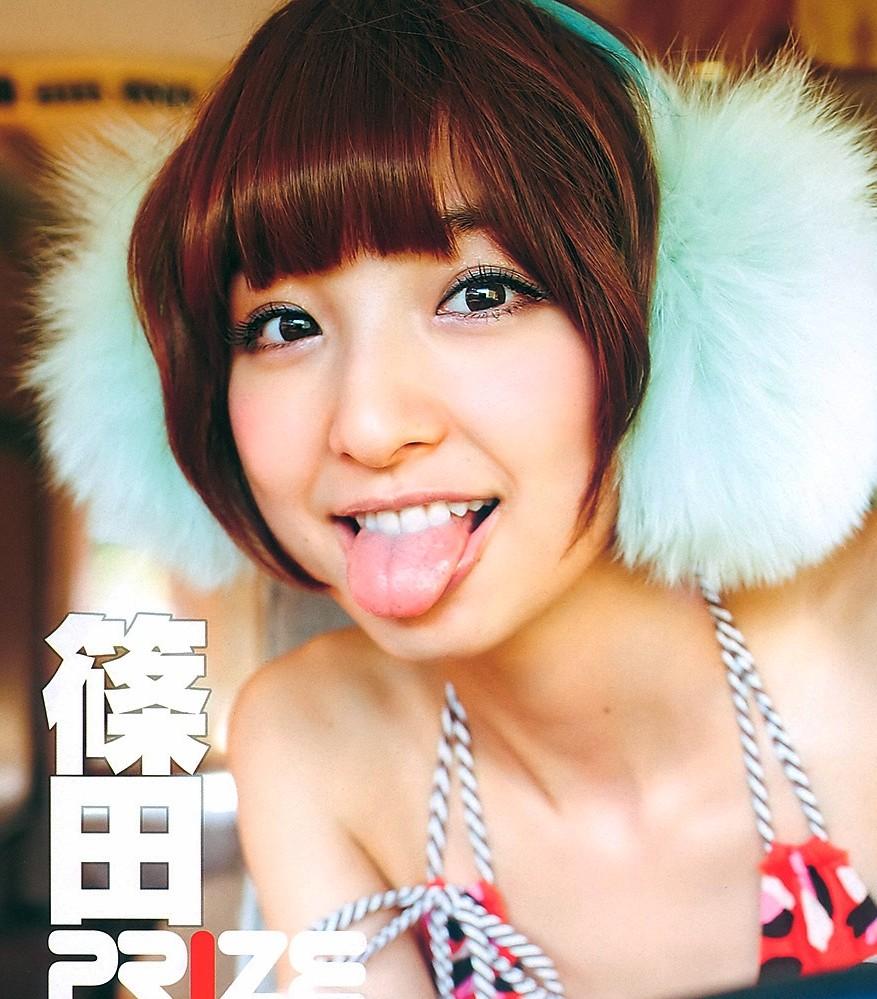 篠田麻里子の舌出し (5)