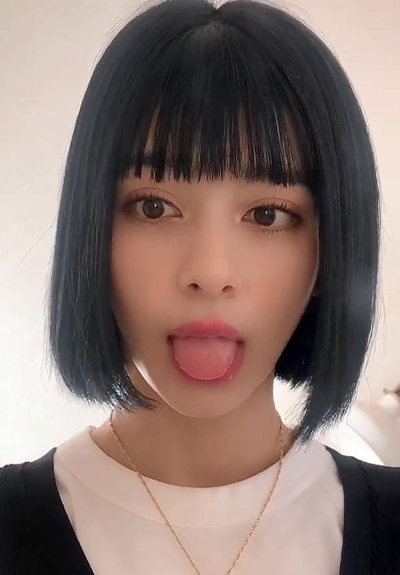 小山ティナのTikTok舌出し (8)