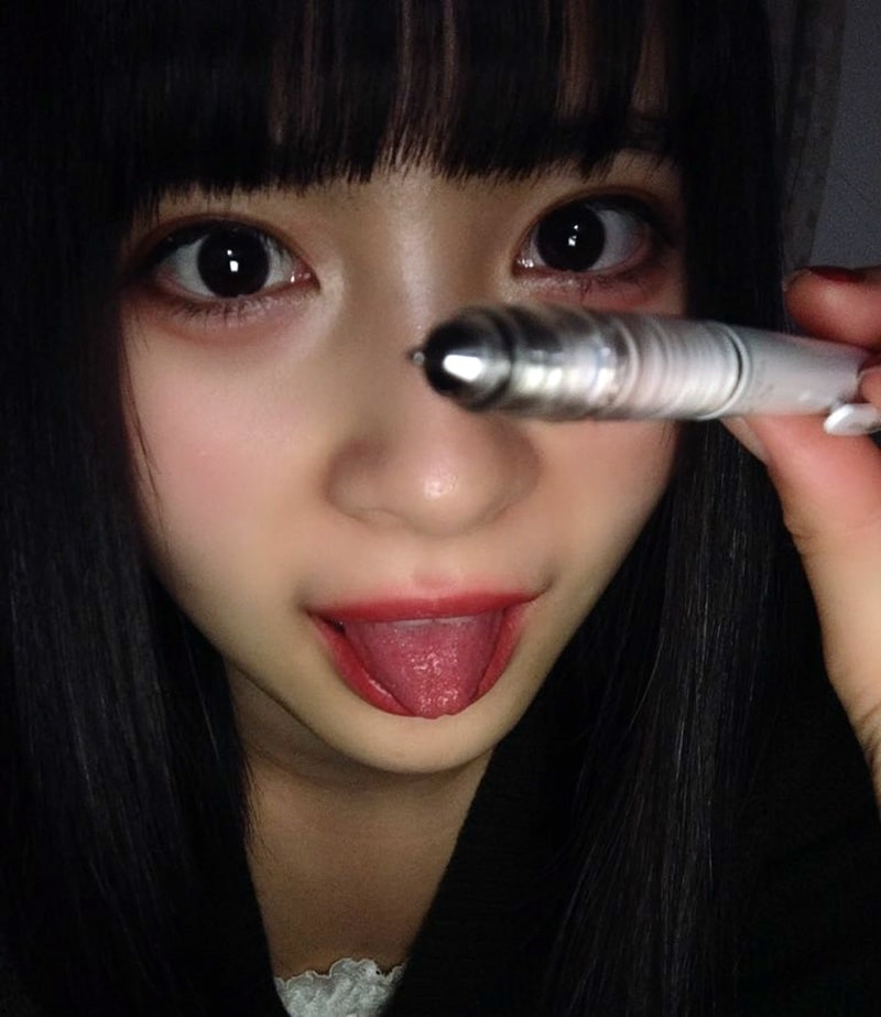 藤井優衣の舌出し (12)