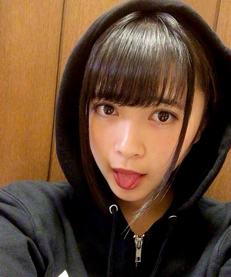 藤井優衣の舌出し (10)